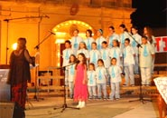 Solo singer with choir Gabriella